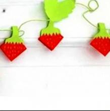 漂亮唯美的草莓装饰挂件 如何简单制作出精致新颖的剪纸草挂件手工diy 节日营造气氛的挂件