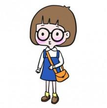 Q版可爱小女孩简笔画教程图片 斜挎包戴眼镜蘑菇头不想长大的女孩子