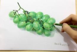 一串逼真的青葡萄彩铅画图片 一串葡萄彩铅手绘教程 一串葡萄怎么画
