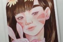 纯情的玩手机女孩水彩手绘 画的不就是屏幕前的你吗?