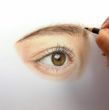 【视频】微侧女生眼睛彩铅的写实画法手绘视频教程 很逼真很美的眼睛