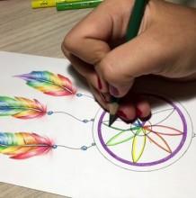 【视频】简单好看的捕梦网彩铅画手绘视频教程 教你画好看的捕梦网画法