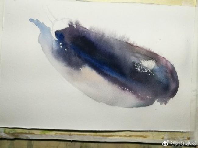 首先要先构图,绘画这个茄子的简笔画是相当的简单的,可以先画