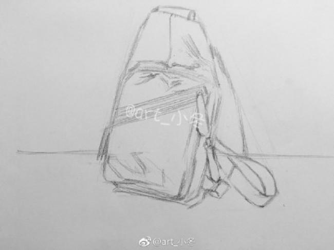 时尚皮革单肩背包素描画图片 皮质单肩包素描手绘教程画法_www.youyix.com